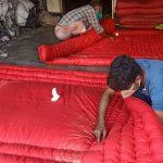 গৌরীপুরে লেপ-তোষক তৈরিতে ব্যস্ত কারিগররা