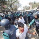 প্রেসক্লাবের সামনে পুলিশ-ছাত্রদল সংঘর্ষ : সাংবাদিকসহ আহত ৩৫